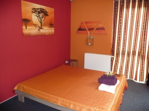 thai_massage_room_orange