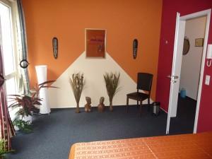 wall_thai_massage_room_orange